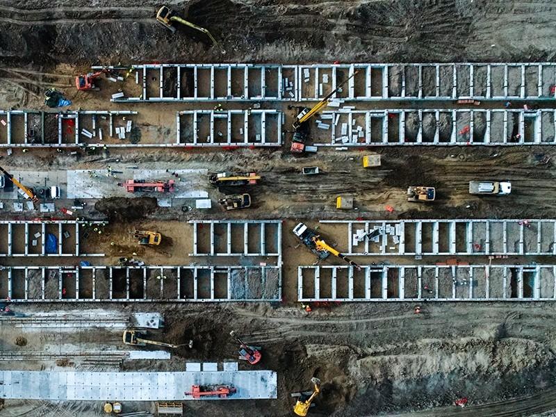 Автокраны Ивановец и другая спецтехника направлены на строительство инфекционного центра под Голохвастово